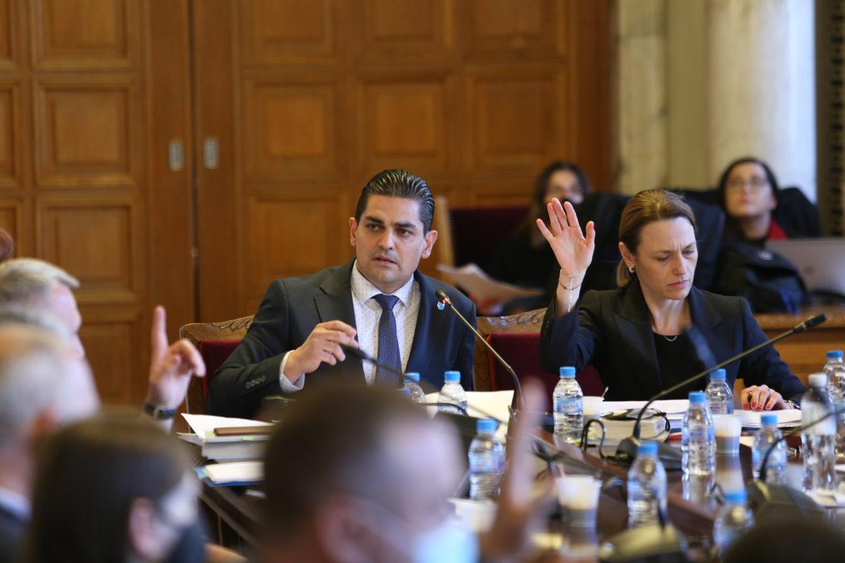 """Правната комисия отхвърли 5 от 6 проекта за промени в Изборния кодекс, """"пусна"""" само този на ИТН"""