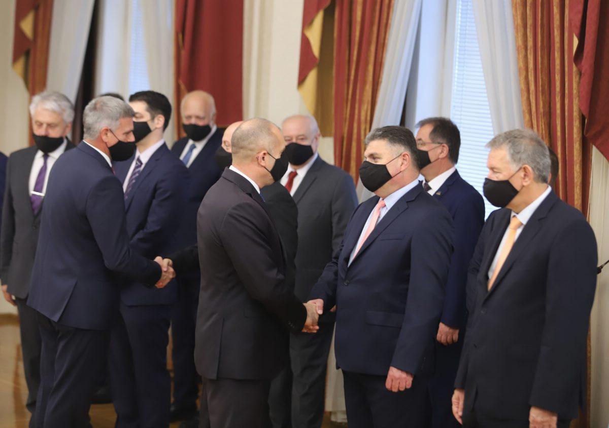Потвърдено: Само трима нови министри. Президентът представи служебния кабинет